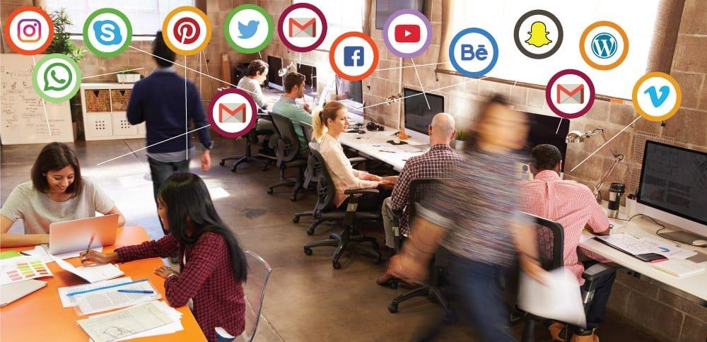 Funcionários utlizando as redes sociais durante o expediente são inside hackers